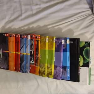 Som unge var ja lite halvdålig på att lämna tillbaka skolböckerna i slutet av terminen och har nu flyttat från min skola, så om det finns någon annan som tappar bort sina böcker ibland och vill ducka böter så kan ni ju köpa från mig. Det finns spektrum fysik, spektrum biologi, sol4000 samhälle idag 9, sol4000 religion och liv 9, wings7 blå textbook & workbook, wings8 röd textbook & workbook, wings9 black textbook, 2 st so.s geografi ämnesböcker, so.s religion ämnesbok och so.s historia ämnesboken. Priset är per styck, allihopa kostar 800 kr