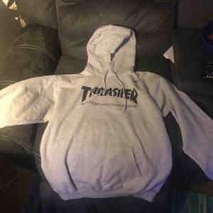 Säljer en helt ny Thrasher hoodie. Pga för liten.