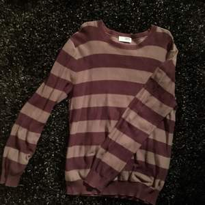 Giordano Striped Sweater (M) | | Meet ups in Sthlm/ post not included in price ✨
