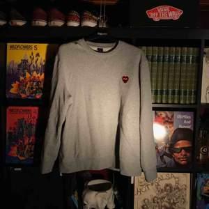 Sweatshirt från märket poler. Knappt använd. Köparen betalar frakten på ca 70kr (Säljer åt min pojkvän)