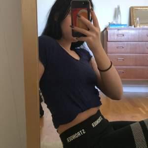 Jättefin marinblå tröja från Gina, frakt tillkommer