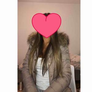 Säljer nu min bark of sweden jacka pga den är för liten, sparsamt använd och inga fel på den, köptes för 3000 för ca 2 år sen och endast använd en vinter