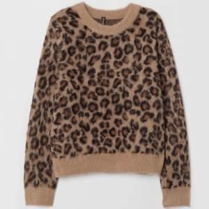Säljer min leopardtröja från H&M köpt för 300kr för ett år sen. Storlek M men passar också S. Säljer pga att det inte är min stil längre. 150kr + frakt🐆
