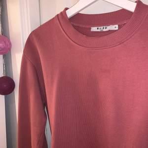 Sweatshirt i superfin färg, tyvärr blivit för liten för mig