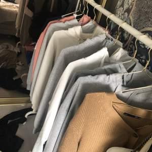 Säljer Hoodies, om ni hittar någon hoodie eller vill få bilder på en speciell hoodie så kontakta mig så fixar jag, säljer dem till ett lågt och bra pris då jag vill ha bort dom så fort jag kan! från storlek XS-M, alla hoodies har jag inte använt så ofta!💞