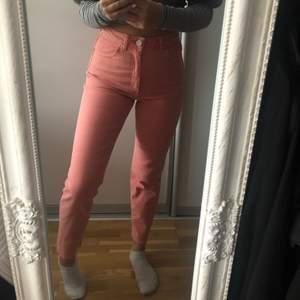 Super snygga ljusrosa jeans i storlek 36, säljs då dom tyvärr ALDRIG kommit till användning💕💕köpta från ASOS
