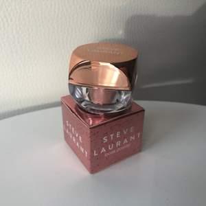 NY! Loose Powder i färgen 'Rose Gold', värde 175 kr, kan användas som ögonskugga/highlighter etc 🥂