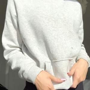 As snygg bikbok grå hoodie utan snören strl xs, inte alls nopprig, 200kr med frakt