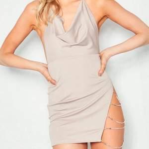 Snygg och sexig klänning som sitter väldigt smickrande!