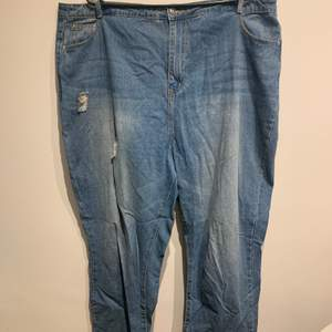 Only worn a few times, wide waistband, wide thigh area, perfect mum jean fit, comfortable and lightweight.