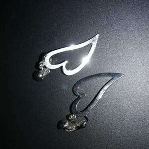 Clips-örhängen som använts få gånger. Clipsen går att byta ut mot nålar :)