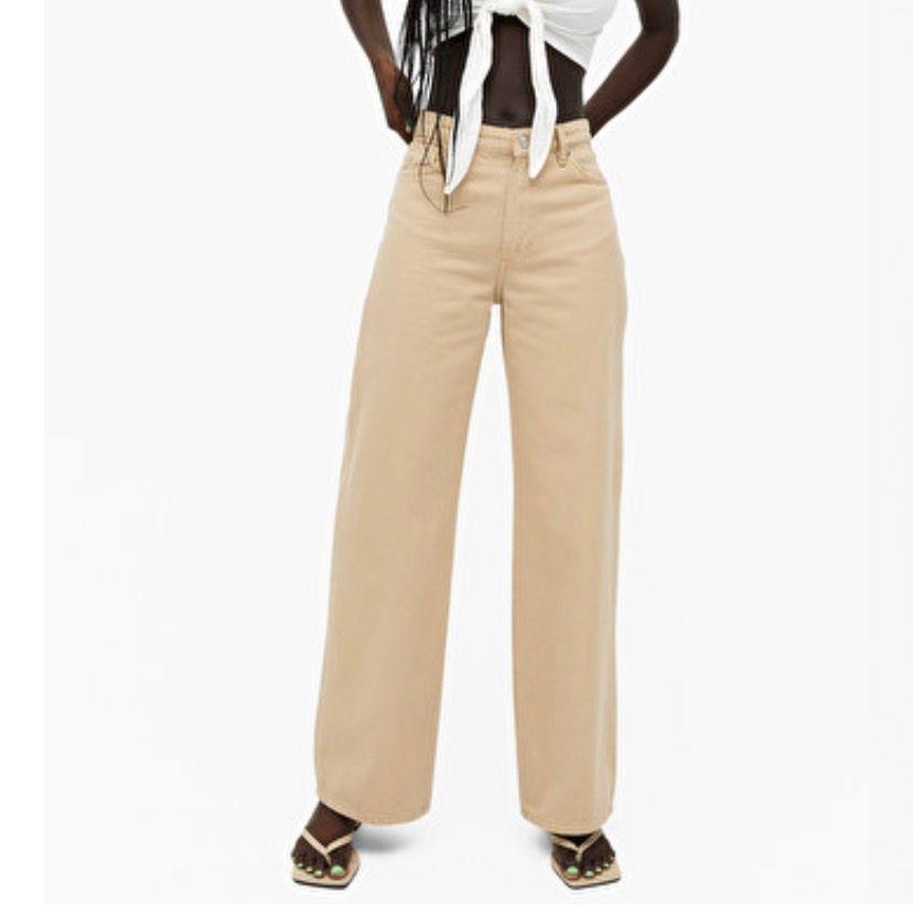Säljer mina populära yoko jeans från monki då dom blivit lite för små! Bara använda ett fåtal gånger, har inga synliga defekter. Fraktar ej!. Jeans & Byxor.