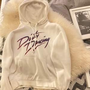 Vit hoodie från hm med Dirty Dancing tryck, strl XS Passat som S också.