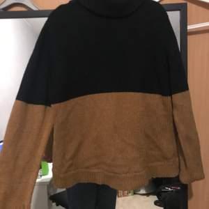 En stickat tröja med polo i bra skick som bara använts ett fåtal gånger. Storleken säger 40/42 men känns som en s/m. 40kr