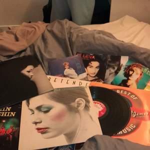 Säljer 16 stora LP-skivor för 20 per st och 3 små LP-skivor för 15 per st (frakt 55)✨❤️