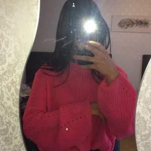 Rosa stickad tröja med lite större ärmar i storlek M aldrig använd pga köpt i fel storlek