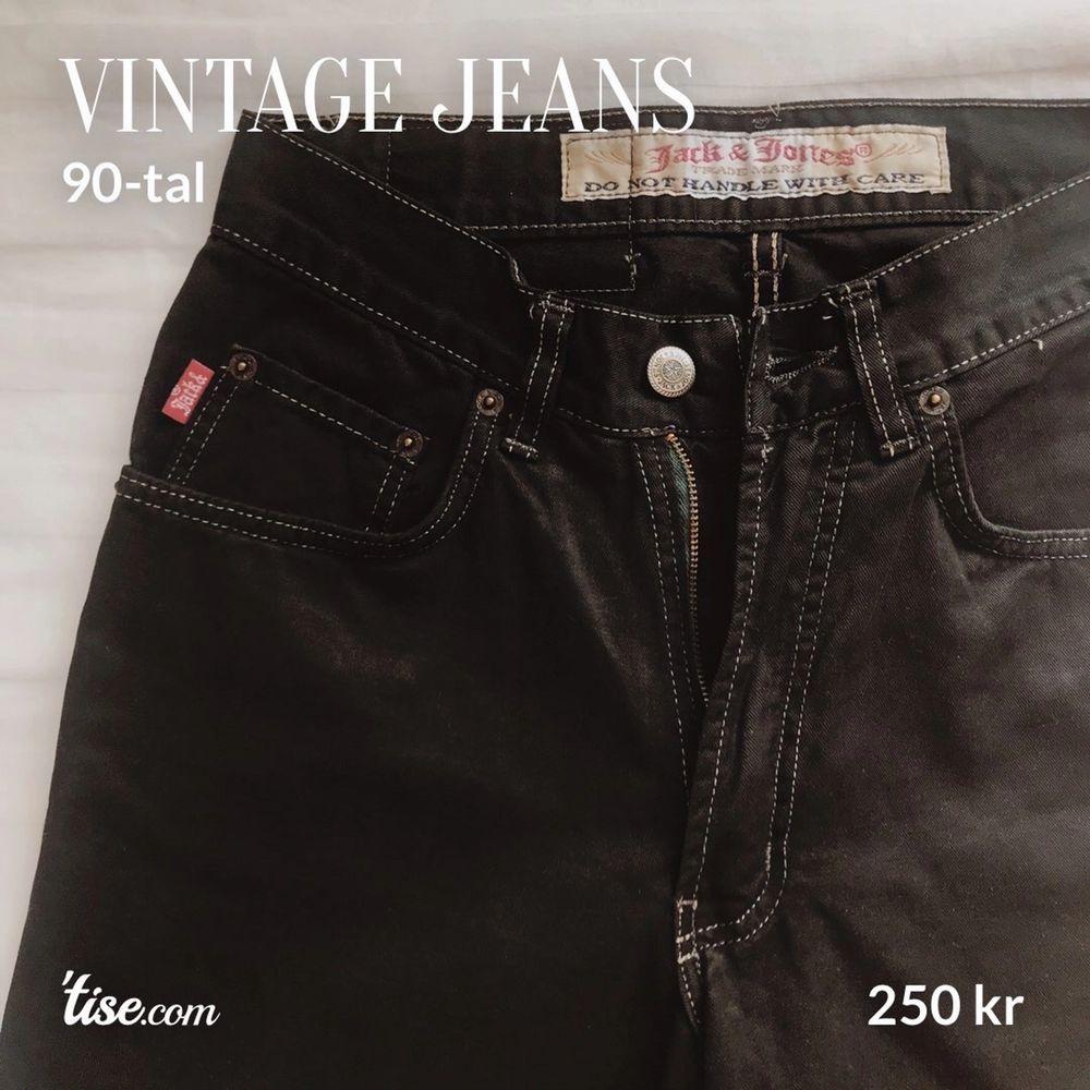 Vintage jeans från Jack & Jones med kontursömmar. Stl: W29/L32  Köparen står för frakt!  #svarta #jeans #jack&jones #jackandjones #vintage #90tal #80tal #90s #80s #kontur #sömmar #kontursömmar . Jeans & Byxor.