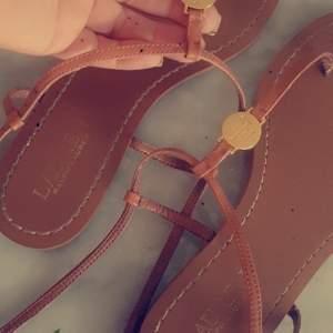 Dam Lauren Ralph Lauren AIMON Flip flops  tan storlek 38