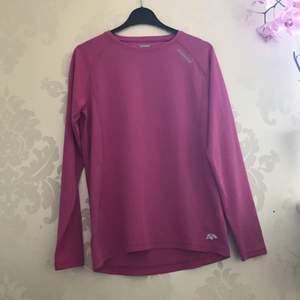 Snygg Rosa idrotts tröja i storlek 160