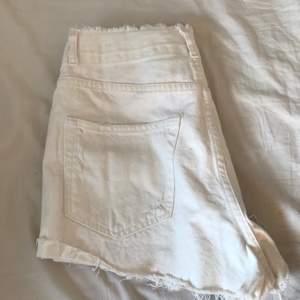 Ett par visa shorts använda en gång. Ser kanske smutsiga ut men allt kommer gå bort i tvätten. Jag tvättar innan du får iväg den.