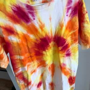 T-shirt från Beyond Retro, använd ca 2-3 gånger. Storlek M. Nyskick! Köpt för 349kr, säljer för 100kr 😋 vid större intresse sker budgivning med start från 100kr!!