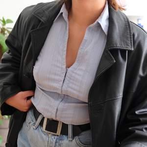 Fett snygg ljusblå tröja!!! Stretchigt material så passar antagligen S-L!! 🤩
