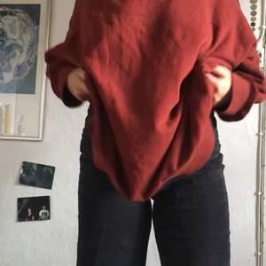 Skit sköna raka corduroy byxor som varit mina favoriter super länge, men som tyvärr blivit lite för små. De är löst sittande byxor som är raka i benen. Köparen står för frakt💚