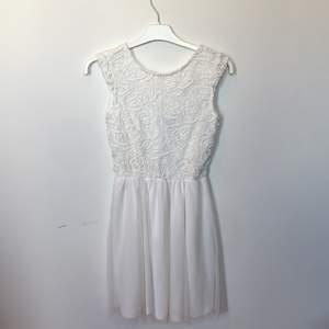 Oanvänd klänning från bubbleroom, köparen står för frakten💕