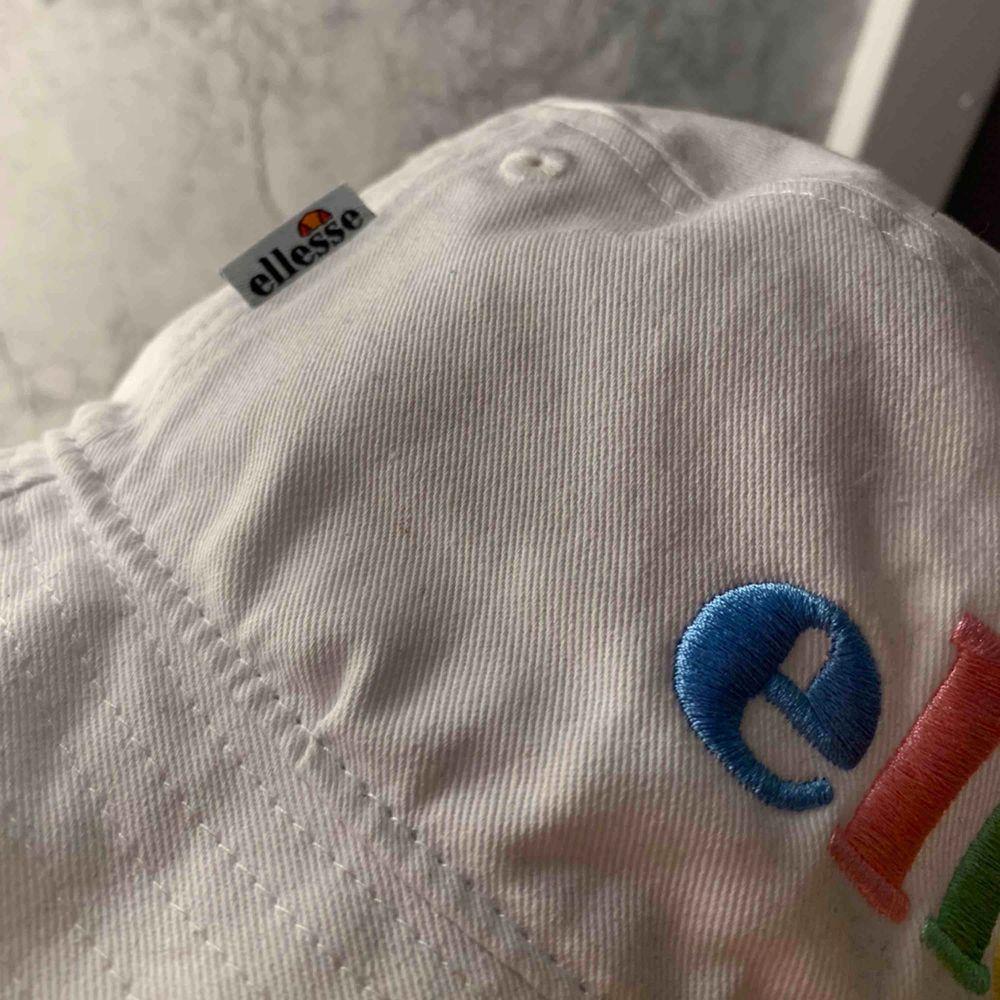 Elesse bucket hat, köpt från zalando i somras, nypris 399kr aldrig hunnit använda den så den är i princip helt ny.. Övrigt.