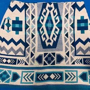 Kjol från H&M använd fåtalgånger. Säljer för 50 frakt inräknad.