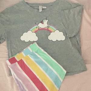 Super fina pyjamas 💖💜💚💙❤️ då de inte har kommit till användning alls 💛 priset kan diskuteras vid snabb affär 💙