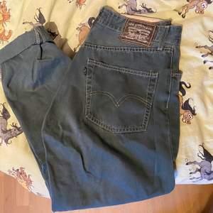 Säljer dessa vintage Levi's jeans då de är alldeles för stora. I toppen skick! Köparen står för frakt (66 kr)