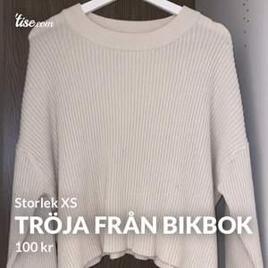 Jätte fin tröja från Bikbok i storlek XS. Fint skick. Frakten blir 50kr 😊