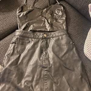 En fin skin tröja och en fin skin kjol båda e oanvända kjolen e i storlek 36 och tröjan är xs