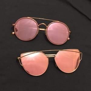 Två par solglasögon säljes för 50kr styck. Fodralet kostar också 50kr. Vid köp av båda solglasögonen fås fodralet på köpet! Hör görna av dig om du undrar något💗