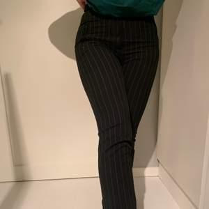 Säljer svarta byxor med vita ränder från Weekday. Stl 36. Säljer pga för små.