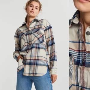 Super snygg skjorta från Gina gricot i strl S. Använd 1-2 gånger. Nypris 399kr 💙