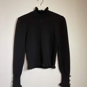 tröjan är endast använd en gång, den är som ny, väldigt strechigt och skönt material✨