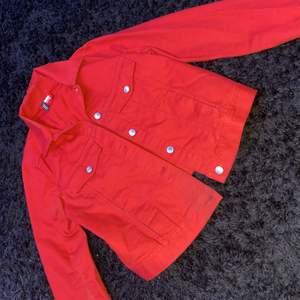 Jeansjacka från hm, röd, 50kr eller kom med bud, storlek s