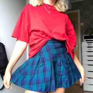 Supersnygg plaidkjol köpt på H&M för några år sedan. Men den har tyvärr blivit för liten😫  (priset är inklusive fakt)