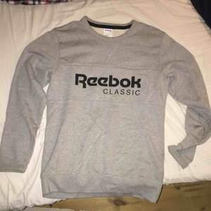 Storlek small Reebok sweatshirt, typ helt ny.