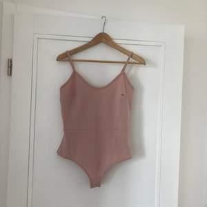 Superfin rosa body som tyvärr är för liten. Eventuell frakt står köparen för 🌼 hör av er om du vill ha fler bilder