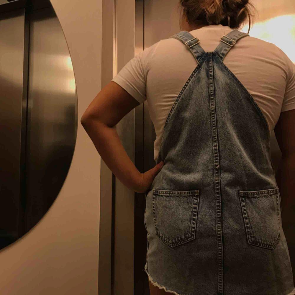 Cool jeans klänning för 200kr inklusive frakt . Klänningar.
