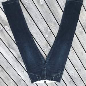 Äkta hugoboss jeans som jag ej använder längre. Lågt pris för att jag vill bli av med dom. Använder ej tillräckligt. Super fräsha