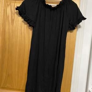 Helt nya svart klänning