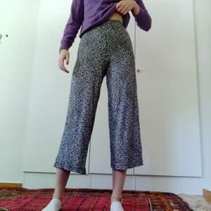 Säljer dessa leopard mönstrade leggings. Köpta på gina. Använd ca två gånger. Fin skick. Betalning sker via Swish. Frakt inkluderas i pris. ✨