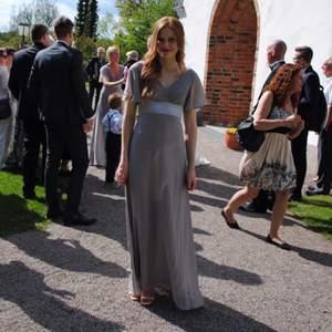 Fin långklänning från Floryday. Endast använd en gång på ett bröllop (ej på festen 😆), så den är i utmärkt skick!