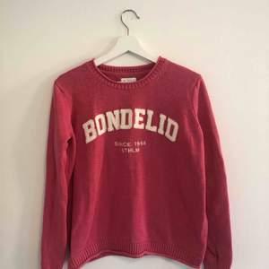 Super fin tröja från Bondelid. As fräsch då den nästan aldrig använts, tråkigt:( Nypris: 500 kr säljer nu för 100 kr då de inte alls var länge sen jag köpte den. Hoppas nu på att tröjan kan få en ny ägare. Trevlig kväll !