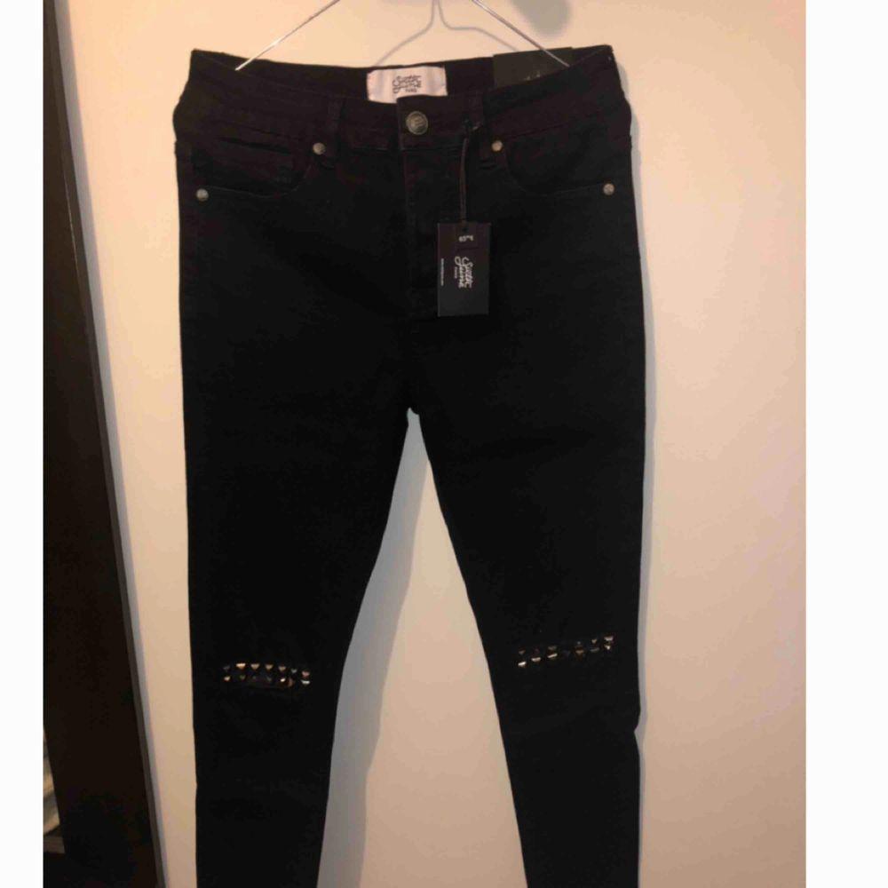 Helt nya sixth june jeans i storlek 30 Nya med lappar kvar. Nypris 730kr. Jeans & Byxor.