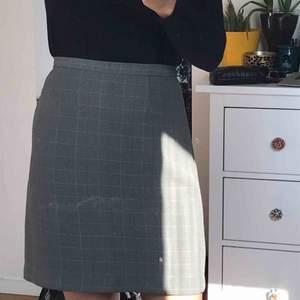 Superfin grå kjol som jag aldrig använder längre♥️ frakt tillkommer